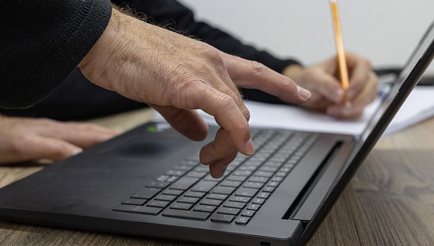 עבודה עם מחשב נייד